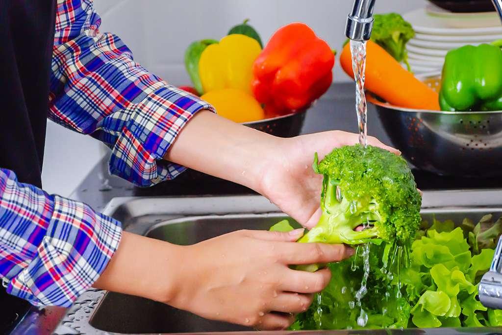 شستن میوه ها